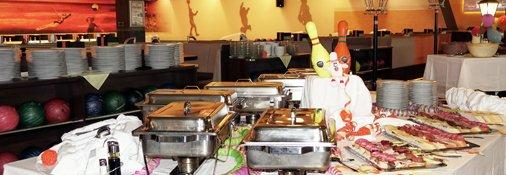 Restaurantbereich hinter den Bowlingbahnen